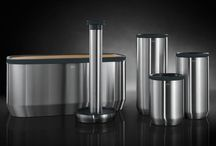 Hailo KitchenLine Design Plus / KitchenLine Design Plus is a new range of stylish kitchen accessories which inspire in both form and function. The appeal of this top quality ensemble, consisting of bread bins, storage containers, coffee pod containers and kitchen roll holders, is in its elegant and minimalist stainless steel look: it exudes pure aesthetics and is a real eye-catcher.
