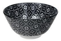 Black & White Trend / Durf voor zwart te gaan! Zwart/wit is een populaire en tijdloze trend, dewelke je ook naar buiten toe kunt doortrekken. Combineer een strakke tuinset met zwart/witte accenten door middel van servies.