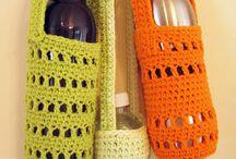 Bolsas para garrafas com água em crochê e outros