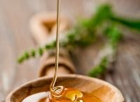 Honey Beauty Products / A good number of people know that honey's antibacterial and anti-inflammatory properties make it a feasible cure to a number of skin problems, which primarily result from aging and hormonal imbalance.