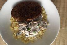 Recette bio et végan : coquillettes, galette et sauce champignons