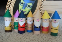 snow white and the seven dwarfs made in paper