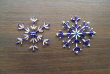Beaded Snowflake Patterns | Instructions & Tutorials / Time to craft some lovely beaded snowflake patterns with easy step-by-step instructions given in the tutorials. All you need to do is click on the titles to go to the tutorials.