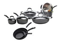 Starfrit Cookware / Starfrit's cookware collection symbolizes the art of cooking with high-performance products designed to provide excellence in form and functionality. Experience the incomparable non-stick performance with our versatile offer of cookware. You'll certainly find the cookware piece that fits your needs.