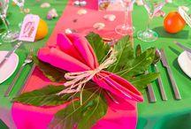 Party: Havana Nights: Carribean/Cuban / Salsa-musik, mojjito, cuba liblre, cigarrer, fedora-hattar och blommor i håret.
