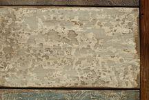 Komoda ze starých trámů / Tato komoda je vyrobena z krásných tesaných trámů napuštěných lněnou fermeží přibarvenou přírodními horninovými pigmenty. Čela šuplíků jsem zvolil každé jiné pro větší pestrost celku. Na komodě nebyl použit jediný šroubek či hřebík. Rozměr 1500x480x900