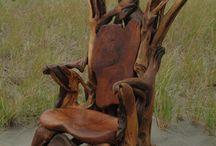 Különös tronok és ,,,,