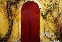Portas e janelas / by Elizabeth Pougy