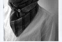 WE TWO / Nouvelle marque pour Homme & Femme lancée en septembre 2014 par Carole Barlot et Nicolas Dal Sasso : WE TWO en référence et clin d'œil à l'album WE TWO ARE ONE de Eurythmics. Pour les cous élégants ou frileux, des foulards triangle réversibles ... tissus uniques, boutons vintage... soie, laine, cachemire ... Coupés, montés, cousus à la main à Paris / France.