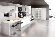 Cucine Moderne - Glass / GLASS è il quinto modello dell'innovativo progetto PREVIEW 2012. Tecnicamente GLASS è la nuova cucina con anta in vetro e supporto in alluminio finitura inox con vetro lucido ed opaco nei colori bianco, grigio, nebbia, vulcano, cobalto e nero. Spiccano lo stile molto originale e la particolare eleganza del vetro.