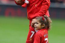fotballplayers with kids :)