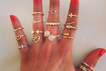 Lizzibeth Rings / https://shop.shoplizzibeth.com/jewelry-rings