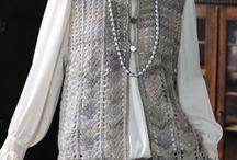háčkované vesty, svetry