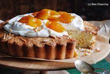 Kuchen für jeden Tag / Gut, zugegeben, man (oder frau) stellt sich nicht täglich in die Küche, um Kuchen zu backen. Aber vielleicht ist das gar keine so schlechte Idee ;-) Ob mittwochs oder sonntags, diese Kuchen schmecken nämlich wirklich an jedem Tag der Woche!