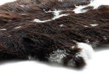 Schapenvachten en lamsvachten / Lams- en schapenvachten in diverse soorten en maten. Zowel bruine, witte als bonte vachten zijn verkrijgbaar bij www.dutchskins.com