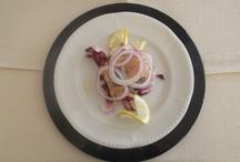 Cucina per passione / La cucina, tipica cilentana ed a base di pesce e verdure, rappresenta da sempre il nostro fior all'occhiello. Le specialità del nostro Chef, deliziano anche i palati più esigenti.