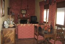 La casa del Cura Viejo / Establecimiento de turismo rural ubicado en Samper de Calanda, Teruel.