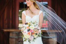 Kolorowe bukiety ślubne