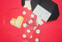 IlustrOrigami / Trabalhando o origami em forma de ilustrações. Apelidei as imagens de ilustrorigamis, rs. Uma composição/colagem com dobraduras, principalmente com tsurus (ave símbolo da longevidade e da paz para os japoneses). Os papéis usados são importados do Japão, a maioria comprada em minha primeira viagem ao país dos meus bisavós, em 2009.
