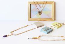 """Collection """"Elixir"""" / Plumes d'Abeille aime mixer les matériaux et la collection Elixir n'y échappe pas : pierre naturelle, métal, corde de coton..."""