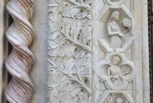 Umbria / Umbria è posta nel cuore d'Italia, è la 16 -esima regione per estensione ed è una delle poche non lambita dal mare. Il territorio, prevalentemente collinare - montagnoso, offre una grande varietà di caratteri morfologici e paesaggistici e il susseguirsi di vallate, catene montuose, alti piani e pianure, più o meno estese.  / by Qualified Tourist Guide Tourguideandtourism.com