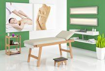 Linea Medicale: Lettino Alice / Realizzato in legno massello di faggio in color naturale con cuscineria in color Beige completo di portarotolo.