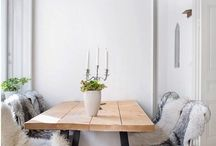 Dining table / Dinng table