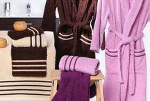 Toallas de baño y albornoces / Bath towels and bath robes / Serviettes de bain et peignoirs / Toallas y albornoces de rizo en 100% algodón de alta calidad, distintos gramajes y modelos. Terry towels and bathrobes in 100% high quality cotton, different weights and designs. Serviettes de bain et peignoirs éponge 100% coton de haute qualité, avec des différents grammages et modèles.