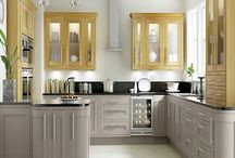 Dark Grey Framed Painted Shaker Kitchens / With a beautiful real wood grain, this contemporary feel kitchen has solid dark grey framed doors with veneered centre panels.
