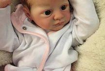 Clara - Kit Juliet / A bebé Clara foi criada a partir do molde Juliet. Ela tem cabelinhos pintados e olhos azuis escuros (comum aos recém-nascidos)
