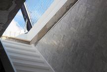 Project: Skydoor in Oude school - Blankenstraat Amsterdam / Een voormalige oude school is verbouwd tot een prachtige loft. De Skydoor brengt licht en lucht naar binnen en maakt het dakterras toegankelijk. Het uitzicht over Amsterdam is voortreffelijk.