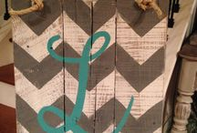 Wood/Pallet Signs / by Brittany Aguilar