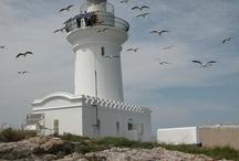 Faros/lighthouses / Un paseo por el mundo de los faros. / by Rosa Romero