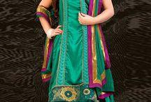 robe indienne / Robe indiennes et du parti collection de vêtements sont maintenant en magasin présenté par Andaaz Mode . Ensemble Churidar , Anarkali Suit , Patiala Suit http://www.andaazfashion.fr/salwar-kameez/anarkali-suits