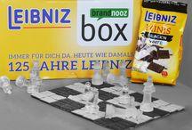 Leibniz Family Box / Hier dreht sich alles um die knackigen Kekse von Leibniz – die Leibniz Family Box ist vollgepackt mit einer besonderen Auswahl, die große und kleine Leute kackig und lustig finden.
