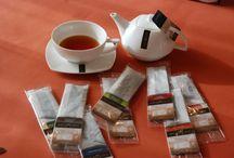 Picie herbaty do sztuka / Jesteśmy przekonani o tym, że by rozkoszować się w pełni doskonałym aromatem herbaty, należy ją smakować w najlepszych warunkach. Liczy się nie tylko atmosfera, ale także naczynia, w jakich herbatę przygotowujemy i podajemy.