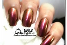 Duochrome Polishes / Polishes that are shifting from one hue to another.