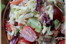 Salade de chou crémeuse au bacon et aux tomates cerises