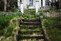 Abandoned and Forgotten Places / Because creepy old houses and stuff is awesome!