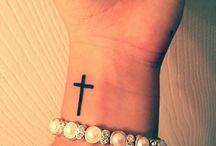 Татуировки с крестом / платье