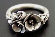 Jewelry - Rings / by Leonie Fowler
