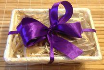 Ajándékcsomagok / Egyedi ajándékcsomagok telis-teli természetes kozmetikumokkal