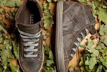 """Playhat DOLLAR / Modello in vitello stampato con effetto """"consumato a mano"""". La sneaker che ha passato gli ultimi 50 anni nella scarpiera del nonno! Disponibile in quattro colorazioni: brown, blu, grigio e grigio chiaro. Molto ma molto vintage!!!"""
