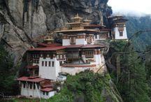 Bhutan / Este reino enclavado en las gigantescas montañas del Himalaya permanece inalterable a través de los siglos, con sus creencias budistas y sus pueblos aislados entre las montañas y selvas