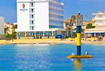 JS Miramar, Can Picafort / Situado a pie de la preciosa playa de Can Picafort, en el centro de la conocida bahía de Alcúdia, y a escasos metros del puerto deportivo y del acogedor puerto de pescadores. Las instalaciones, de gran calidad y confort, ofrecen una experiencia magnífica para disfrutar de unas vacaciones de playa inolvidables.  / by JS Hotels