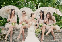 Parasols at a wedding / Parasols, brides, and bridal party. Everything is stunning with a parasol!