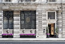 Our Style / Stay at Threadneedles, a 5 star boutique hotel in the heart of the City of London, and relax in the hotel's eclectic mix of old and new design; from the striking stained glass dome above the lobby, dating back to 1856, to contemporary styling in the 74 bedrooms and modern British dining in Bonds Restaurant & Bar. Find warmth in the walnut walls and grandeur in the cool marble floors of this Victorian banking hall, cleverly converted into a five star boutique hotel.