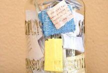 Knutselen / Wat kan je doen met plastic flessen? Hoe maak je een pennenhouder van cassettes? Hoe kan je gewone spullen een nieuw leven geven in de klas? Upcycle!