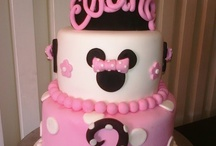 Cakes/Cupcakes / by Unica Olmos