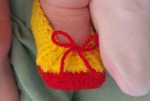 Costume Bimba Biancaneve / Costume carnevale bambina Biancaneve in lana a uncinetto con fascia rossa e scarpette abbinate.